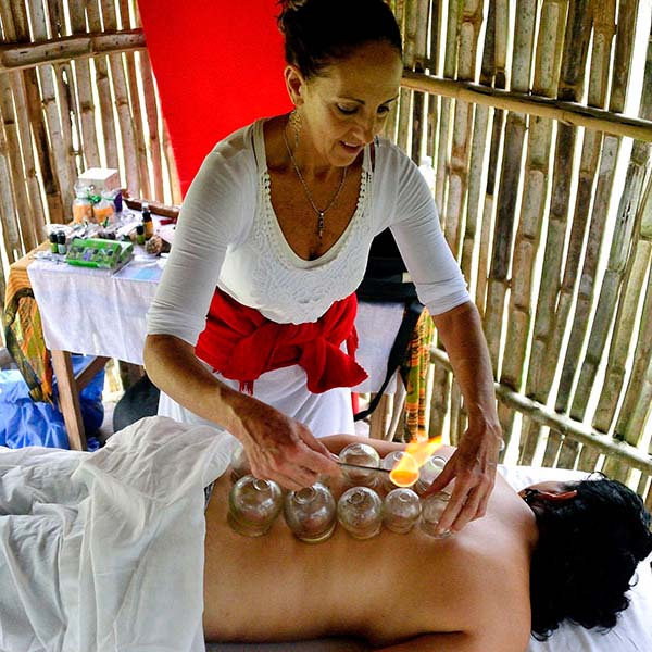 Lorraine Krohnengold combines different Western and Eatern massage techniques for our clients in San Agustinillo and Mazunte.
